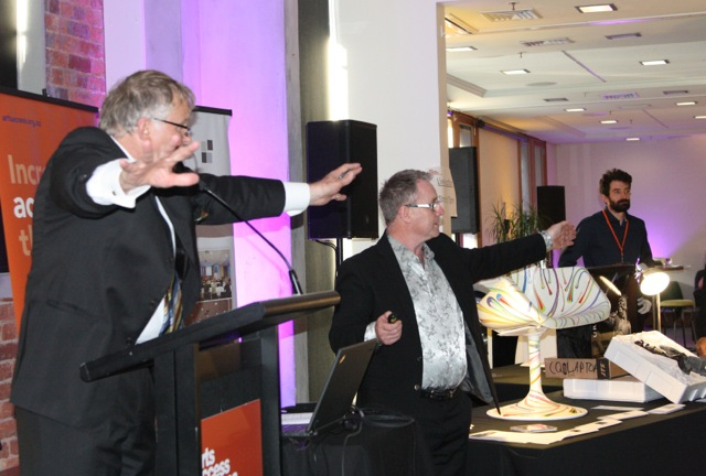 Auctioneer Peter Wedde and Richard Benge, Arts Access Aotearoa at the 2016 auction