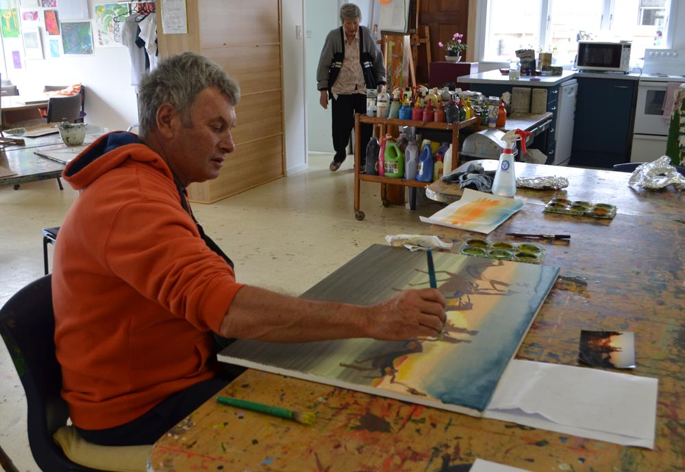 Ross Cowan participating in Māpura Studios' Stroke Art Therapy Programme