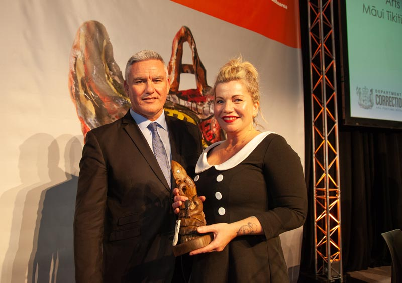 Beth Hill, presented her award by Hon Kelvin Davis Photo: Vanessa Rushton Photography