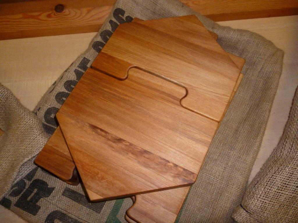 The interlocking platter boards.