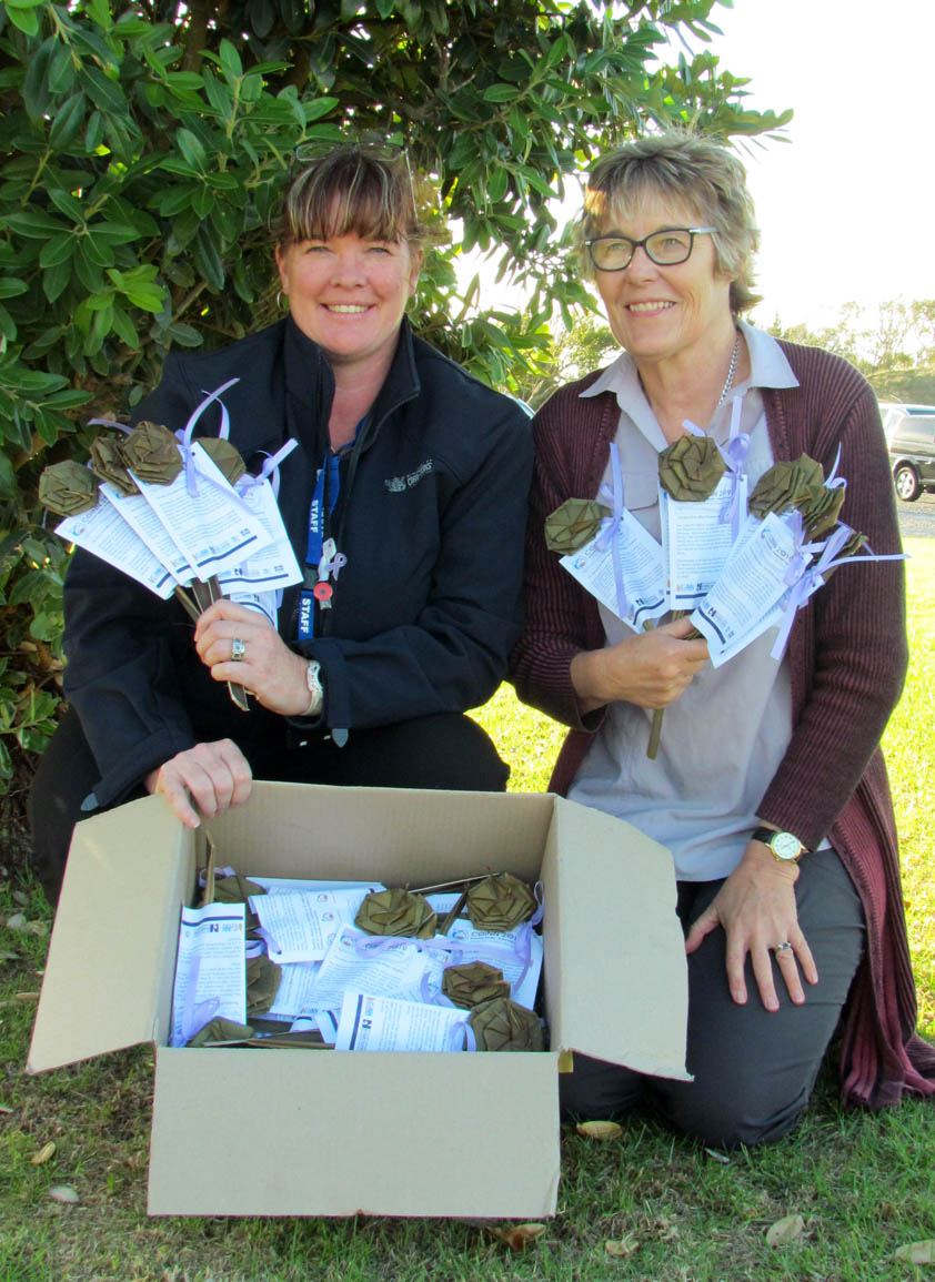 Andrea Zander, Volunteer Co-ordinator, Whanganui Prison, and Barbara Hammond with the putiputi