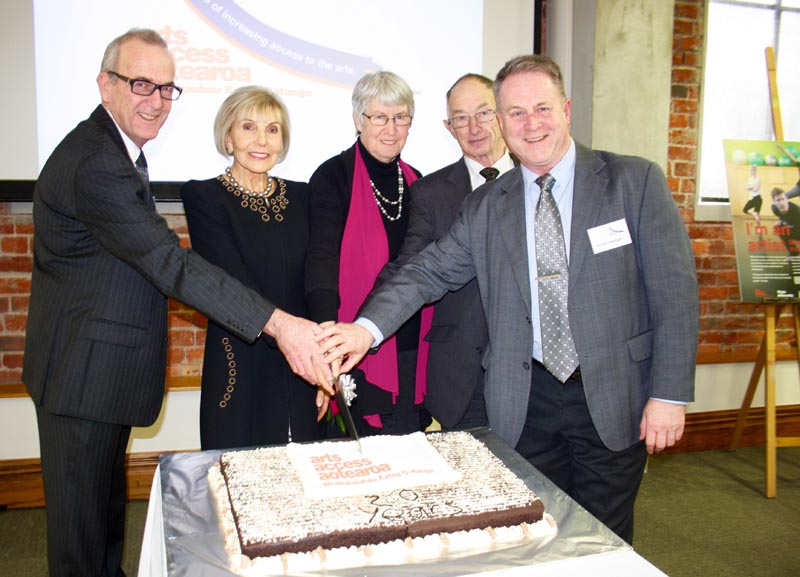 Arts Access Aotearoa former Chair Richard Cunliffe and Executive Director Richard Benge cut the cake at a twentieth anniversary lunch, with Dame Rosie Horton, former Executive Director Penny Eames and former trustee Neil Sinclair
