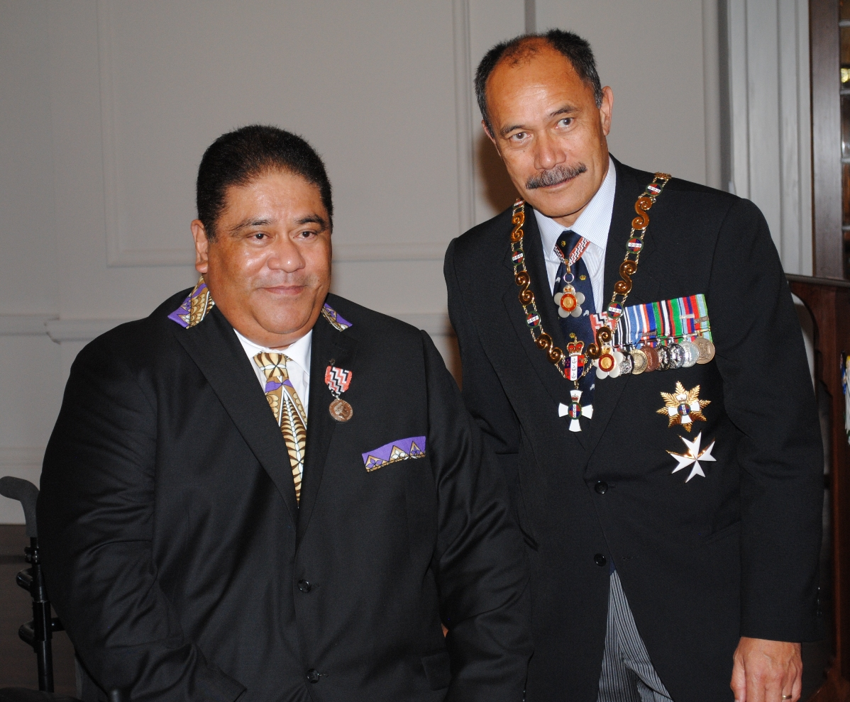 Patil Umaga receives his QSM from then Governor General Jerry Mateparae